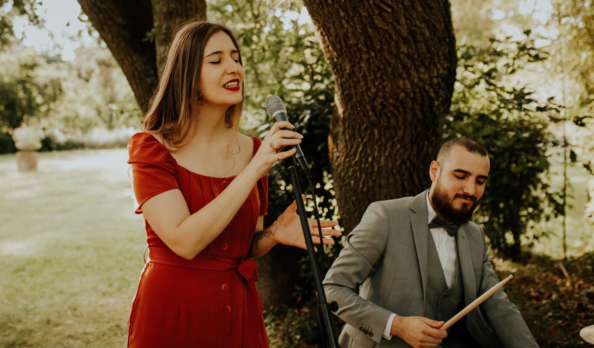 Léna Boussellier et Adrian Delli Compagni, chanteuse et batteur de Lady L Trio, groupe de jazz Toulouse