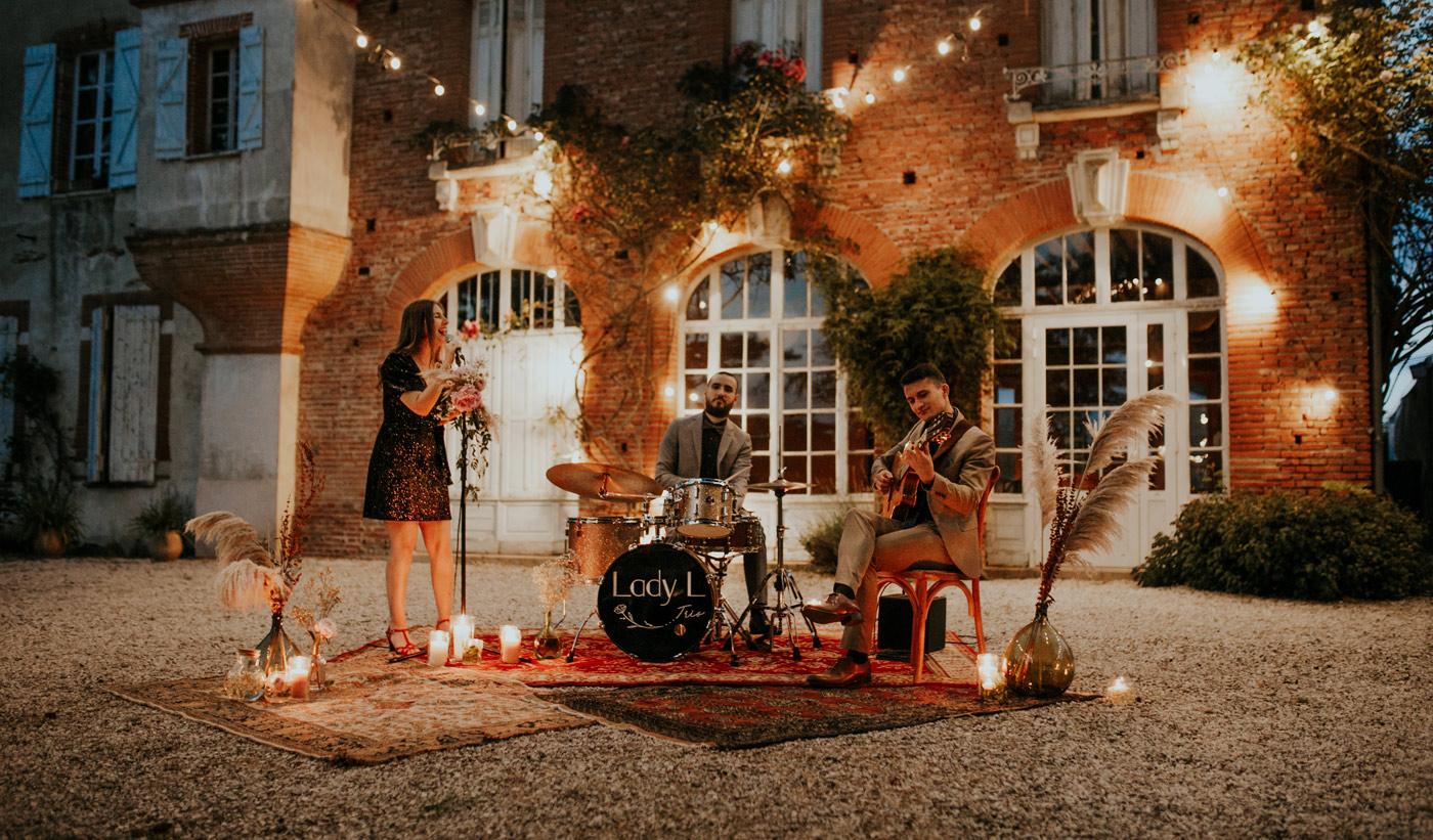 Concert de jazz pendant une soirée d'été à Toulouse par le groupe de jazz Lady L Trio
